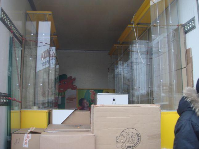 переезд стеклянных витрин